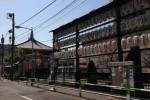 地蔵通りの入口、中山道への旅を見守るお地蔵さま 眞性寺