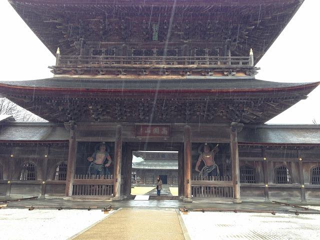 弥生、雨の高岡瑞龍寺