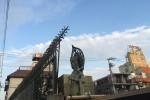 新宿百人町の鉄柵と観音さま