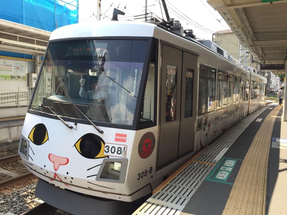 豪徳寺の招き猫が世田谷線のタマ電に!